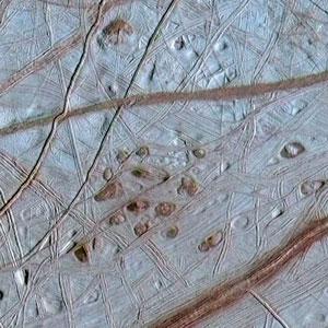 <p>Die vereiste Oberfläche des Jupitermondes Europa</p>